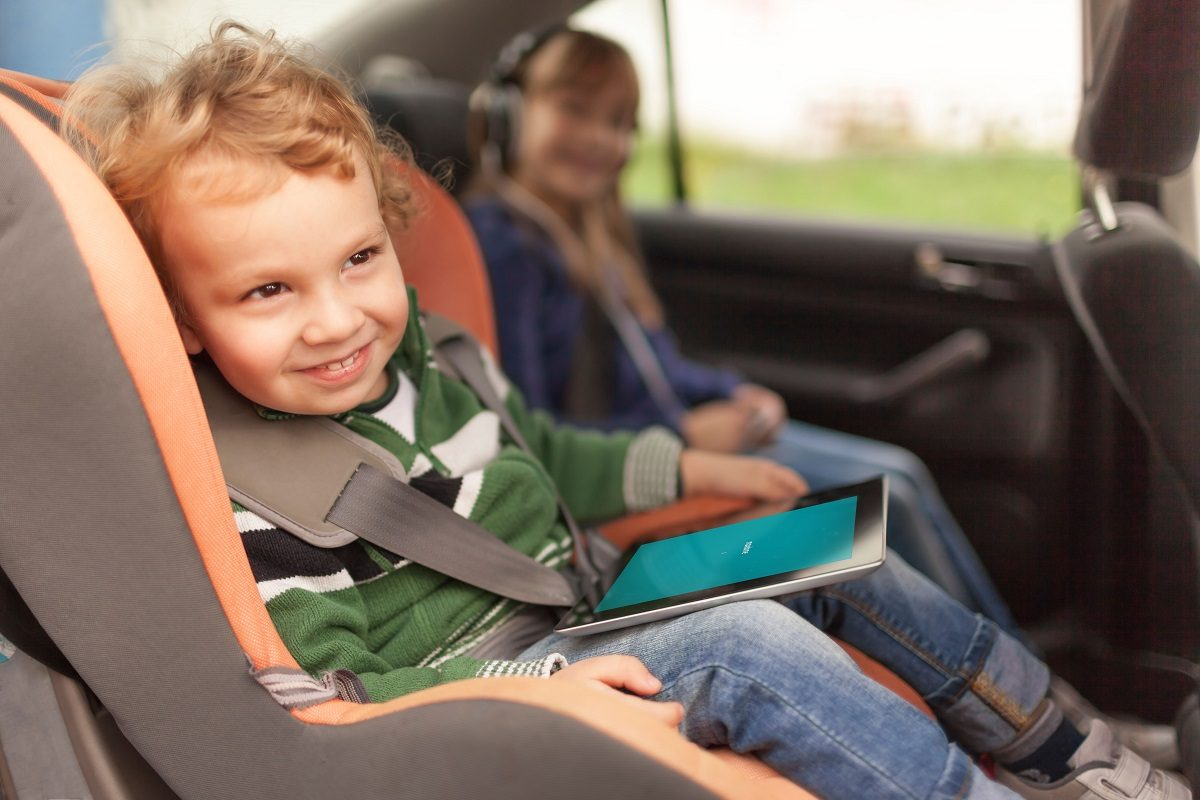 child in a car tablet maxdome1 12