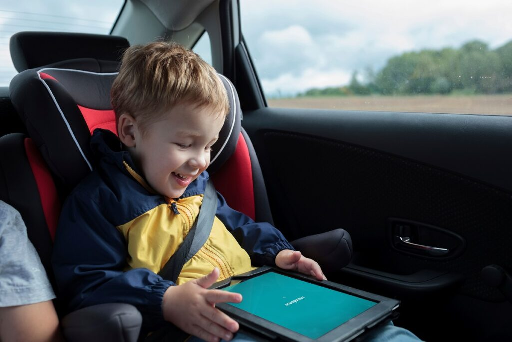child in a car tablet maxdome2 22