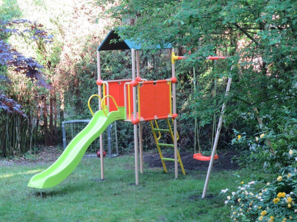 Spielgeräte im Garten müssen sicher aufgestellt werden